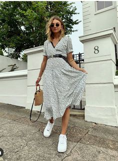New York Fashion Week has officially come to an end! While the Fall 2020 shows are just getting star. Modest Outfits, Modest Fashion, Stylish Outfits, Dress Outfits, Fashion Outfits, Womens Fashion, Modest Wear, Street Style Outfits, Look Street Style