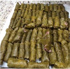 Yebra (Hojas de Parra Rellenas con Carne) :http://www.recetasjudias.com/yebra-hojas-de-parra-rellenas-con-carne/