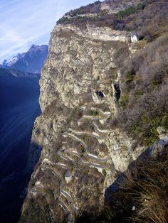 (The Hairpins of Montvernier) Leaning over a cliff after a short hike to take the photo :) Amazing road at the start of the climb to Col du Chaussy / Madeleine Portrait style Beautiful Roads, Beautiful Places, Scary Places, Places To Visit, Chamonix Mont Blanc, Belle France, Dangerous Roads, Winding Road, Road Cycling