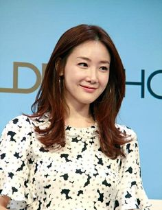 Great, easy haircut and hoop earrings!! with a bold print on Korean actress Choi Ji Woo.