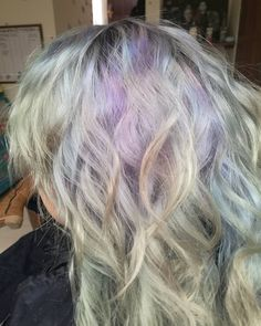 Cabellos tornasolados increibles.  #pelukeroart #hairdresser #haircolor #haircut #hairstyle #curlyhair #tornasol