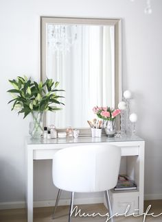 White walls and furniture with fresh green flowers and champagne mirror desk inspiration, romantic homes Dressing Room Decor, Rangement Makeup, Room Inspiration, Interior Inspiration, Vanity Decor, Beauty Room, Diy Bedroom Decor, Home Decor, New Room