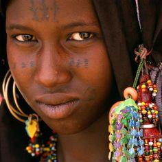 Africa   Beautiful Wodaabe woman.  Niger   ©Dos and Bertie Winkel