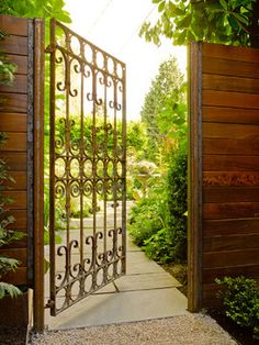 Modern Garden Gates Design Ideas, Pictures, Remodel, and Decor Outdoor Garden Rooms, Garden Design Magazine, Metal Garden Gates, Metal Gates, Tor Design, Patio Fence, Fence Gate, Driveway Gate, Privacy Fence Designs