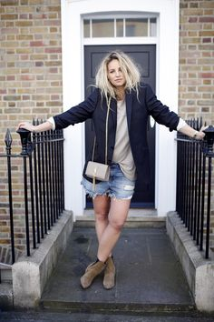 The perfect denim short Denim Shorts Outfit, Blazer Outfits, Style Inspiration, Writing Inspiration, Female Fashion, Woman Fashion, Short Outfits, Jeans Style, Her Style