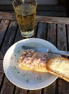 Typically Hessian dish (light cheese in oil and vinegar dressing with chopped onions) together with some Apple Wine and a slice of buttered bread.