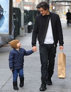 Boys' day: The toddler adoringly gazed up to his father as they walked along Orlando Bloom abdominal his son Flynn Daddy And Son, Father And Son, Orlando Bloom Legolas, Boys Day, Z Cam, Hugh Dancy, Raining Men, Hot Actors, Celebrity Babies