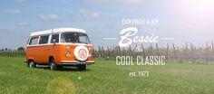 Altijd al met een retrobusje op vakantie willen gaan? Deze volkswagen bus uit 1973 kun je huren voor een compleet verzorgd(e) dag, weekend of midweek in Noord Brabant. Let's go back to the 70ties! #origineelovernachten #officieelorigineel #reizen #origineel #overnachten #slapen #vakantie #opreis #travel #uniek #bijzonder #slapen #hotel #bedandbreakfast #hostel #camping