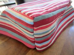 Sewing Cushions How to sew fabulous seat cushions (even if you're a complete beginner) - High quality and beautiful bedding covers, duvets, sheets and pillow cases for zen mood in your bedroom. Cushion Tutorial, Diy Cushion, Cushion Covers, Sewing Hacks, Sewing Tutorials, Sewing Crafts, Sewing Tips, Sewing Ideas, Camper Cushions