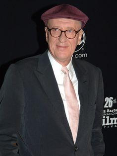Australian of the year Geoffrey Rush, who played Captain Hector Barbossa in The Pirates of the Caribbean, are wearing some quite fashionable round glasses these days - Looking good! Soon you will be able to find similar ones at Oscar Wylee's website, stay tuned!