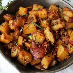 Perfectly seasoned and roasted potatoes topped with caramelized onions, bacon pieces and fresh herbs. The perfect side dish for breakfast!