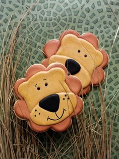 Lion Cookies from 100 Animal Cookie Book by thebearfootbaker.com
