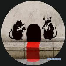 http://visualfunhouse.com/wp-content/uploads/2008/01/mouse-hole-street-art.jpg
