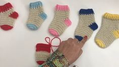 Tutorial de como fazer meia de Crochê 0 a 12 meses The Effective Pictures We Offer You About babysch Crochet Stocking, Easy Crochet Hat, Crochet Simple, Crochet Diy, Crochet Quilt, Crochet Socks, Crochet Baby Shoes, Learn To Crochet, Free Knitting