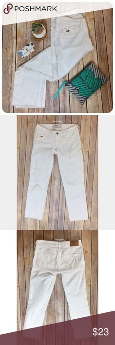 "HOLLISTER distressed crop jeans PRELOVED in perfect condition. intentional distress, cut off bottom look.  details ・size 1 | W25  ・13.5"" waist  ・30.25"" length ・23.25"" inseam ・6"" leg opening  due to lighting- color of actual item may vary slightly from photos. please don't hesitate to ask questions. happy POSHing 😊  💰 use offer feature to negotiate price 🚫 i do not trade or take any transactions off poshmark Hollister Jeans Ankle & Cropped"