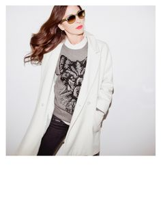 Oversize coat, pullover, ray-ban sunglasses