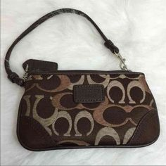 Coach bag Coach shoulder bag. Pre owned item still in good condition some  minor tarnishing on the brass hardware. Lining has some minor stain or di…