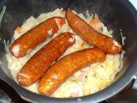 Chou blanc braisé aux lardons et saucisses fumées