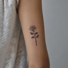 26 Eye-catching Rose Tattoo Ideas For You; rose tattoos on shoulder. Little Tattoos, Mini Tattoos, Flower Tattoos, Body Art Tattoos, Sleeve Tattoos, Tattoo Floral, Small Rose Tattoos, Rose Wrist Tattoos, Tattoo Ideas Flower