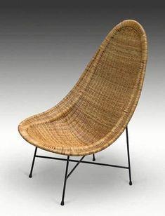 Ico PARISI (1916-1996) Rare fauteuil à assise et dossier en vannerie de moelle de rotin reposant sur une structure en tube de métal laqué noir par quatre attaches en cuir et formant quatre pieds obliques… - Leclere - Maison de ventes - 02/06/2007