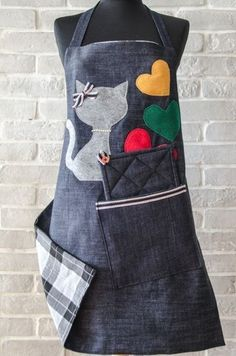 avental decorado Jean Apron, Sewing Crafts, Sewing Projects, Apron Designs, Cute Aprons, Retro Apron, Denim Crafts, Sewing Aprons, Recycle Jeans