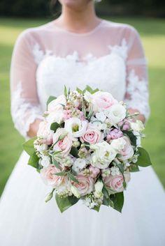 Bouquet fleurs mariage - Robes de mariée avec touches de couleur