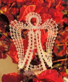 Les créations de Ponpon: dentelle aux fuseaux et point de croix. Needle Tatting, Needle Lace, Bobbin Lace, Xmas, Christmas, Creations, Crafts, Baskets, Christmas Ornaments