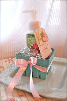 prize idea - Strawberry Patch Soap Gift Set by Michelle Wooderson for Papertrey Ink (April Strawberry Crafts, Strawberry Patch, Secret Pal Gifts, Bridal Shower Prizes, Pretty Packaging, Gift Packaging, Strawberry Shortcake Party, Picture Gifts, Hand Made Gifts