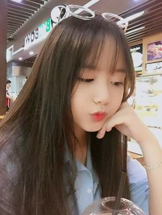 Beautiful girls and Sexy Babes!hot women Share the beauty and love. Style Ulzzang, Ulzzang Korean Girl, Cute Korean Girl, Cute Asian Girls, Beautiful Asian Girls, Cute Girls, Girl Photo Poses, Girl Photos, Uzzlang Girl