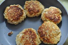 Shredded Chicken Patties - You can make these into sandwiches (yum) or you can serve them with mashed potatoes and cream gravy. Either way they're going to be tasty - I have never tried a recipe from Chicken Patty Recipes, Shredded Chicken Recipes, Chicken Treats, Chicken Patties, Salmon Patties, French Fried Onions, Delicious Sandwiches, How To Cook Chicken, Cooking Recipes