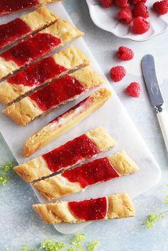 Efter att jag tog fram ett recept på raspberry cheesecake co Cheesecakes, Baking Recipes, Cookie Recipes, No Bake Desserts, Dessert Recipes, Scones, Raspberry Cheesecake, Sugar And Spice, I Love Food