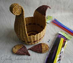 Рабочие моменты – 145 photos | VK Newspaper Basket, Newspaper Crafts, Sun Paper, Diy And Crafts, Arts And Crafts, Cardboard Crafts, Weaving Art, Leaf Art, Diy Flowers