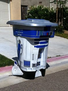 R2D2 trash can - my husband would definitely do this .. given the green light (which is a big NO!)