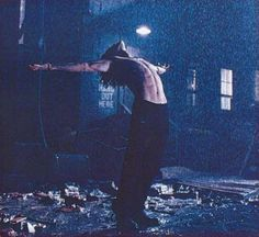 Brandon Lee did this, not knowing that he was being photographed. On set,THE CROW ! Brandon Lee, Bruce Lee Family, Crow Movie, The Crow, Crow Art, I Love Cinema, Crows Ravens, Danse Macabre, Foto Art