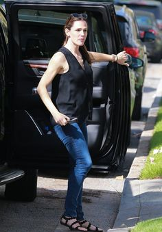 Pin for Later: Jennifer Garner Steps Out in LA After Baring Her Soul in Vanity Fair
