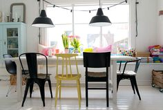 Renew your dining room with different chairs - My Deco Tips Woven Dining Chairs, Dining Room Chairs, Dining Area, Norwegian House, Room Interior, Interior Design, Kitchen Interior, Mismatched Chairs, Casa Real