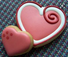 Oven Lovin Cakes and Cookies - Valentine's Day decorated hearts sugar cookies. Oven Lovin Cakes and Cookies - Valentine's Day decorated hearts sugar cookies. Cookies Cupcake, Valentine's Day Sugar Cookies, Galletas Cookies, Fancy Cookies, Heart Cookies, Iced Cookies, Cute Cookies, Royal Icing Cookies, Cookies Et Biscuits