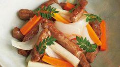 棒切り牛と春野菜の甘酢漬け レシピ 講師は堀江 ひろ子さん|春野菜の歯ごたえが楽しめる、爽やかなおかずです。牛肉は焼いてからつけ込み、風味をアップ!