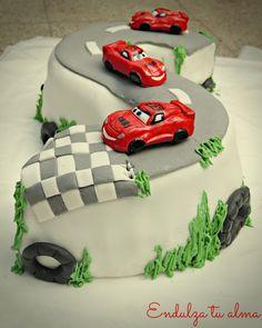 ENDULZA TU ALMA: Torta para nenes: Pista de autos!