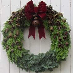 Charismatic Christmas decorations from The Magical Christmas Wreath Firm Pine cones and acorns: Christmas decor. Diy Christmas Village, Christmas Pine Cones, Christmas Door Wreaths, Magical Christmas, Holiday Wreaths, Rustic Christmas, Christmas Time, Christmas Crafts, Holiday Decor