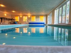 Hallenbad Design Uk - Interiors/Home Furnishings - Swimming Pools Swimming Pool House, Swimming Pool Designs, Indoor Swimming Pools, Home Office Design, Pool Houses, Mansions, House Styles, Building, Amazing