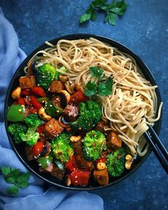 No need to order Chinese takeout with this vegan Kung Pao tofu with wholewheat noodles. All the flavour without the greasiness of typical takeout recipes. Who else loves Chinese food? Low Fat Vegan Recipes, Vegan Foods, Veggie Recipes, Healthy Recipes, Veggie Food, Yummy Recipes, Healthy Food, Yummy Food, Vegetarian Options
