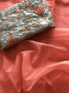 Plain organza saree with light blue rich Designer work blouse Peach Colour Combinations, Pink Color Combination, Saree Blouse Designs, Blouse Patterns, Baby Pink Saree, Baby Pink Colour, Organza Saree, Stylish Sarees, Designer Kurtis