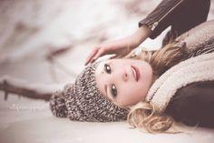 Super Photography Winter Ideas For Girls 36 Ideas Winter Senior Photography, Photography Senior Pictures, Graduation Photography, Senior Portrait Photography, Photography Women, Children Photography, Amazing Photography, Photography Portfolio, Senior Portraits