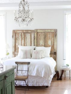 Old doors headboard. Old doors headboard. Old doors headboard. Home Bedroom, Bedroom Decor, Bedroom Ideas, Airy Bedroom, Dream Bedroom, Pretty Bedroom, Bedroom Furniture, Furniture Ideas, Bedroom Rustic