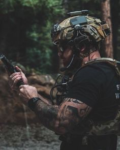 Tactical Helmet, Tactical Wear, Special Forces Gear, Tactical Operator, Tac Gear, Tactical Equipment, Military Pictures, Special Ops, Military Police