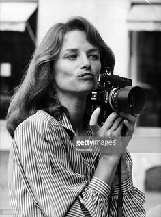 British actress Charlotte Rampling tries out a new career as a fashion photographer at the ready-to-wear show of Parisian couturier Christian Charrat. Get premium, high resolution news photos at Getty Images Charlotte Rampling, English Actresses, British Actresses, Fashion Mode, Tomboy Fashion, Tomboy Chic, Tomboy Style, 70s Style, Vanity Fair