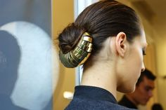 I've never seen a hair accessory like this before! I love it! Will have to find one or make one. via C.T (Love how Dune-like it looks....I think I need this!)