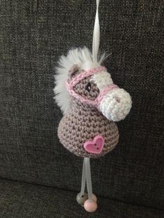 Troetels & Zo Sleutelhanger paard haken Crochet Pony, Beau Crochet, Crochet Horse, Crochet Amigurumi, Baby Girl Crochet, Crochet Trim, Knit Crochet, Yarn Animals, Crochet Animals