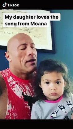 Dwayne Johnson and Daughter Jasmine Johnson singing Moana. Funny Disney Memes, Crazy Funny Memes, Funny Video Memes, Funny Relatable Memes, Haha Funny, Funny Cute, Funny Jokes, Hilarious, Funny Memes For Kids